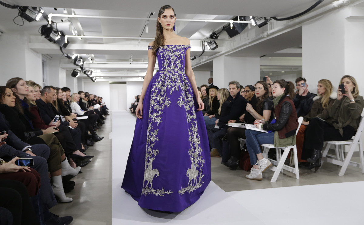 FILE - This Feb. 12, 2013 file photo shows model Karlie Kloss modeling a dress from the Oscar de la Renta Fall 2013 collectio