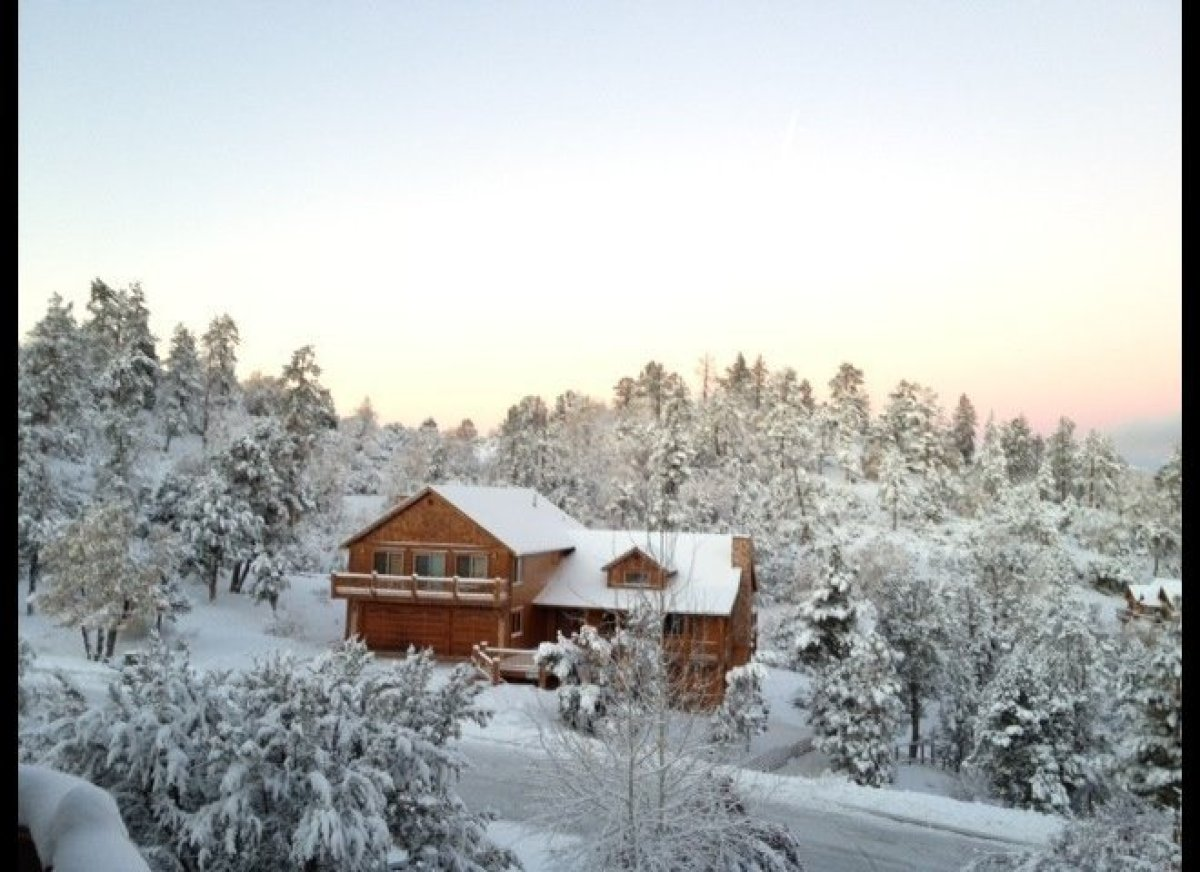 "If March means ski season to you, a cabin in the snow is just what you need.This <a href=""http://www.homeaway.com/vacation-re"