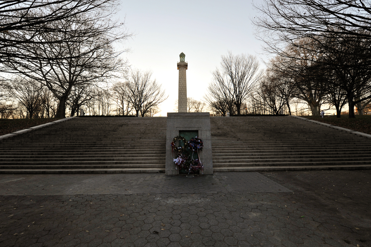 """This <a href=""""http://www.nycgovparks.org/parks/FortGreenePark/monuments/1222"""">149-foot-tall monument</a> (complete with 100-f"""