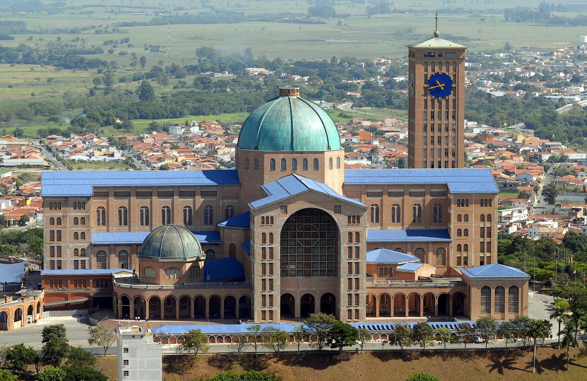 Estimated 2010 Catholic population: 126,750,000 Percentage of population that is Catholic, 2010: 65 Percentage of world Catho