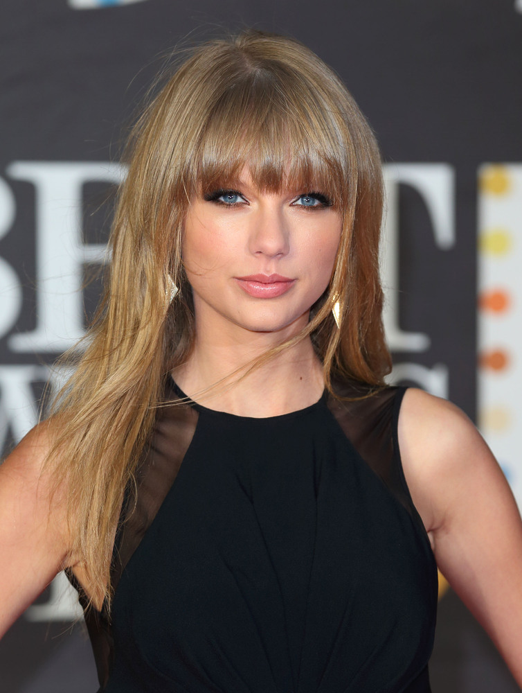 """<a href=""""http://www.huffingtonpost.com/2013/02/22/taylor-swift-best-dressed-list_n_2733479.html"""">Swift tapped into her sultry"""