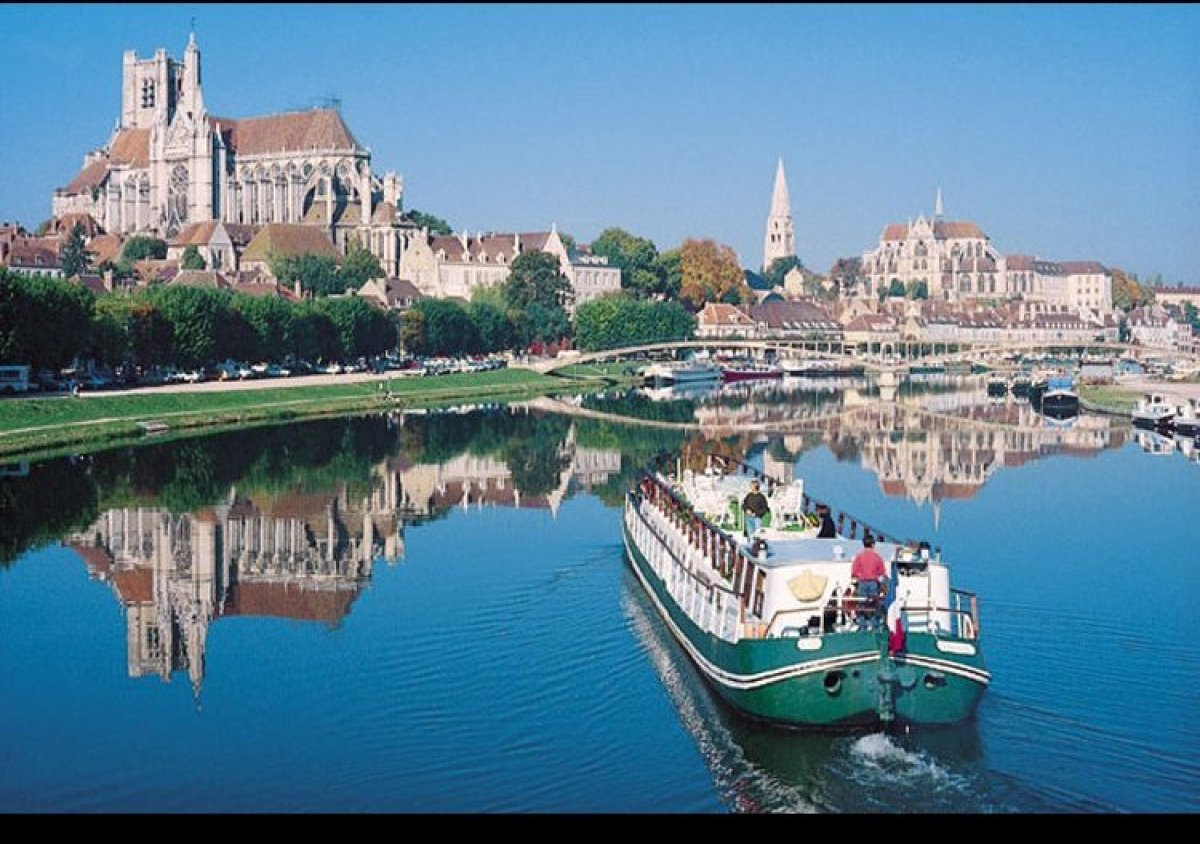 Loosely defined as anything off the mainstream, specialty cruising encompasses river cruising, small-ship cruising, barge cru