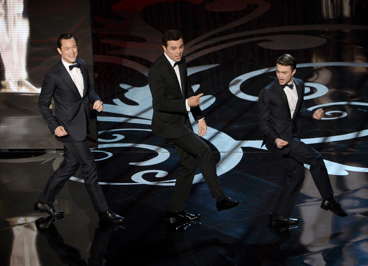 HOLLYWOOD, CA - FEBRUARY 24:  Actor Joseph Gordon-Levitt, host Seth MacFarlane and actor Daniel Radcliffe dance onstage durin
