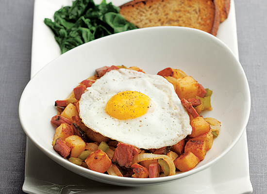"""<strong>Get the <a href=""""http://www.huffingtonpost.com/2011/10/27/quick-pastrami-hash--egg_n_1062562.html"""">Quick Pastrami Has"""