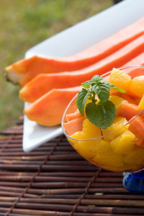 """Oranges and papaya <a href=""""http://www.hsph.harvard.edu/nutritionsource/what-should-you-eat/vitamin-b/#bottom-line"""" target=""""_"""