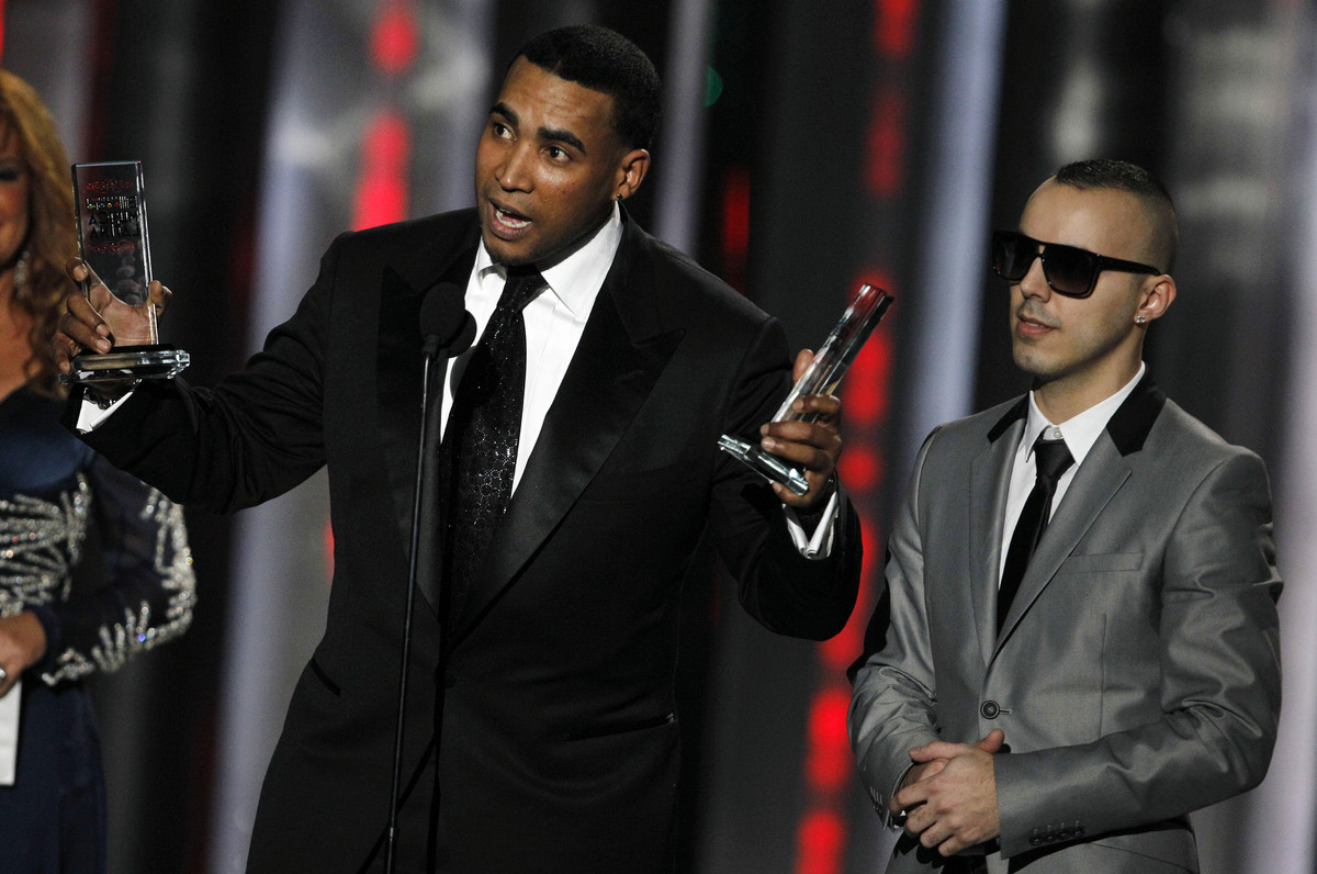 Don Omar, left, and Lucenzo, right, accept an award for Song of the Year during the Latin Billboard Awards in Coral Gables, F