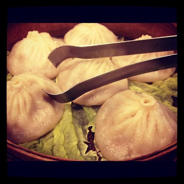 "This <a href=""http://www.yelp.com/biz/shanghai-dumpling-king-san-francisco"">Outer Richmond Chinese joint</a> has legendary xi"