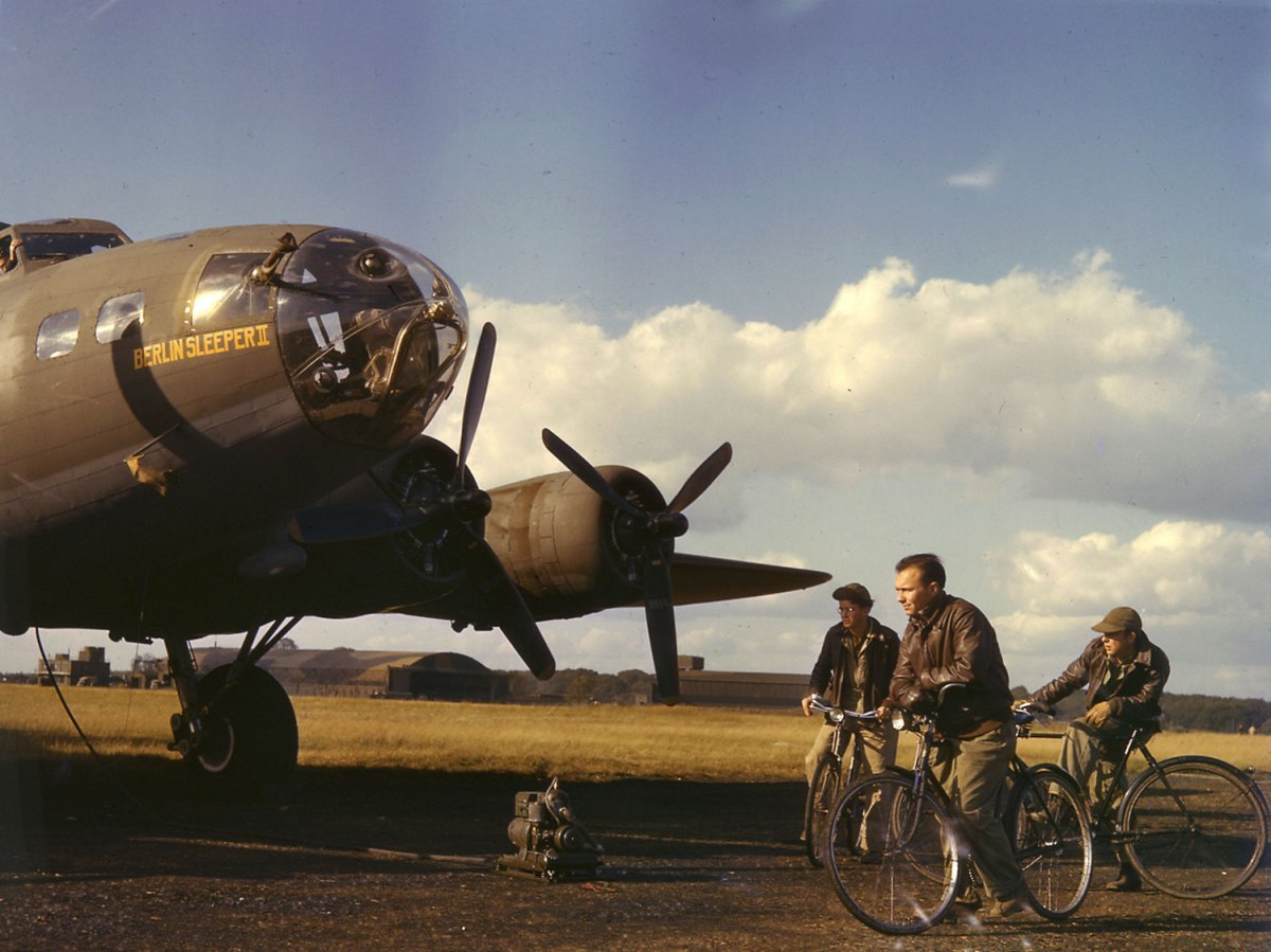 American bomber and crew during World War II, England, 1942.