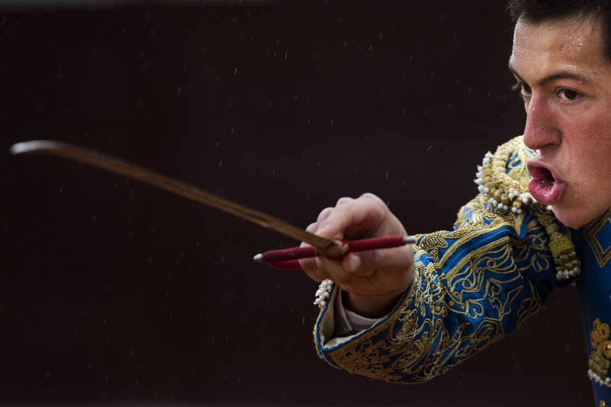 Spanish bullfighter Miguel Angel Silva aims his sword before killing a bull during a bullfight in the southwestern Spanish to