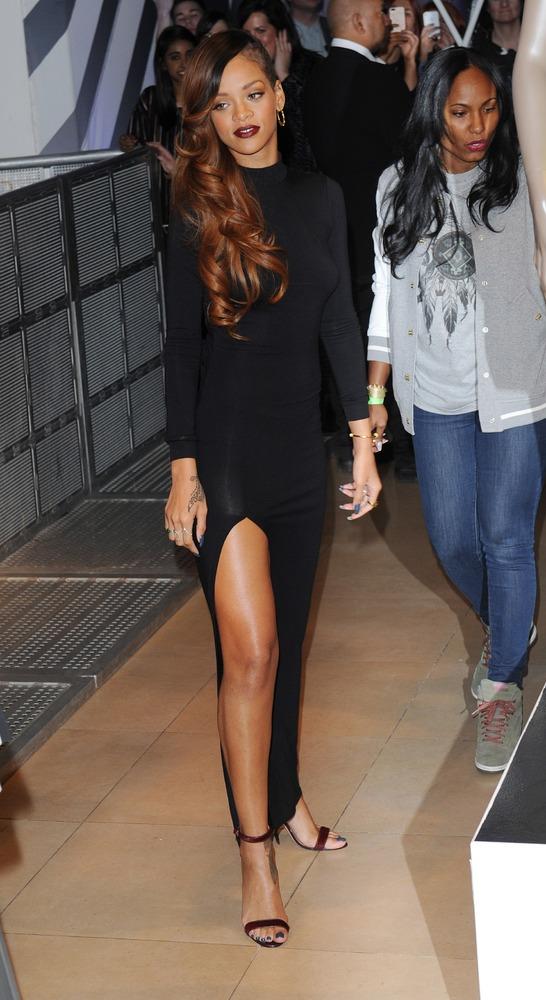 "Rihanna should know <a href=""http://www.huffingtonpost.com/2013/01/25/rihanna-reveals-breast-thong-see-through-dress_n_255152"