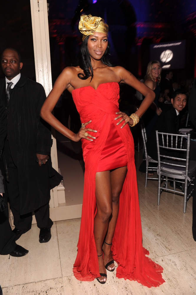 NEW YORK, NY - FEBRUARY 08:  Jessica White attends the amfAR New York Gala To Kick Off Fall 2012 Fashion Week at Cipriani Wal