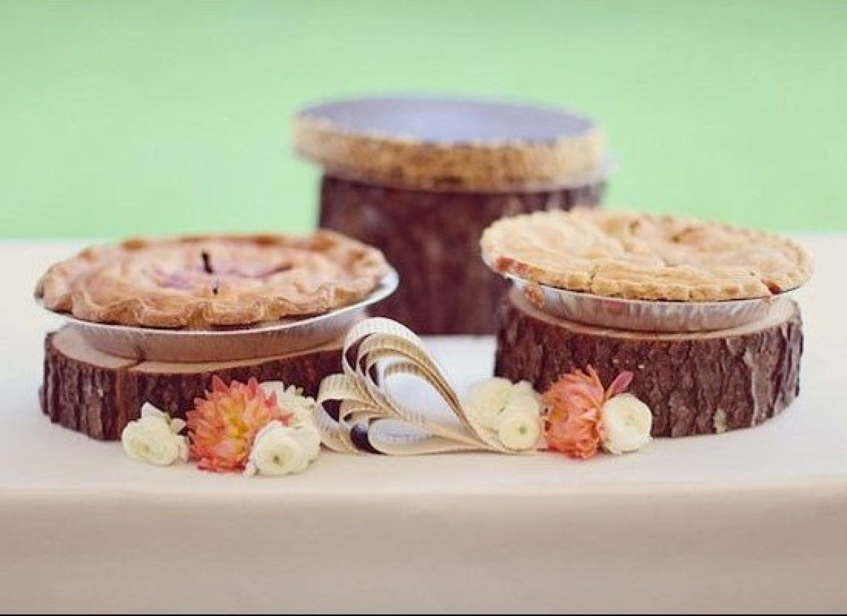 It's often easier — and less expensive —to buy several small organic pies than one large wedding cake. A fun <strong><a href