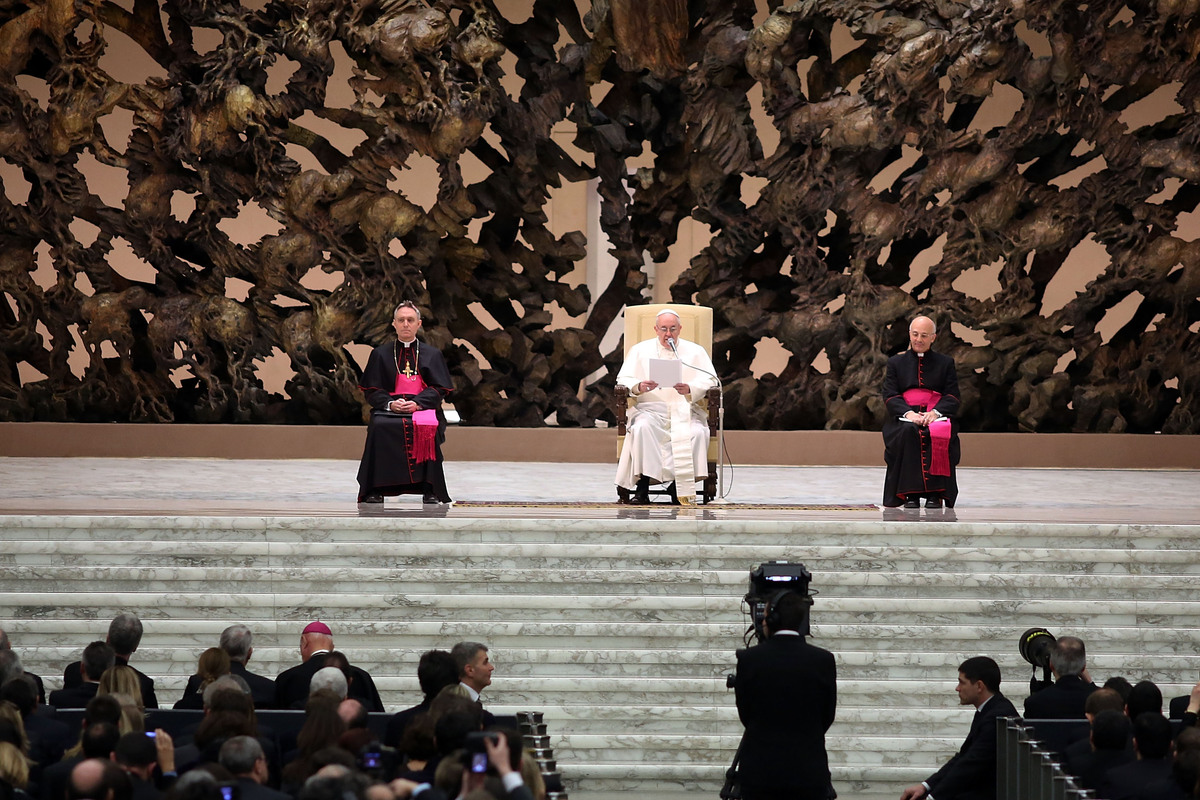VATICAN CITY, VATICAN - MARCH 16:  Newly elected Pope Francis speaks as he holds his first audience with journalists and medi