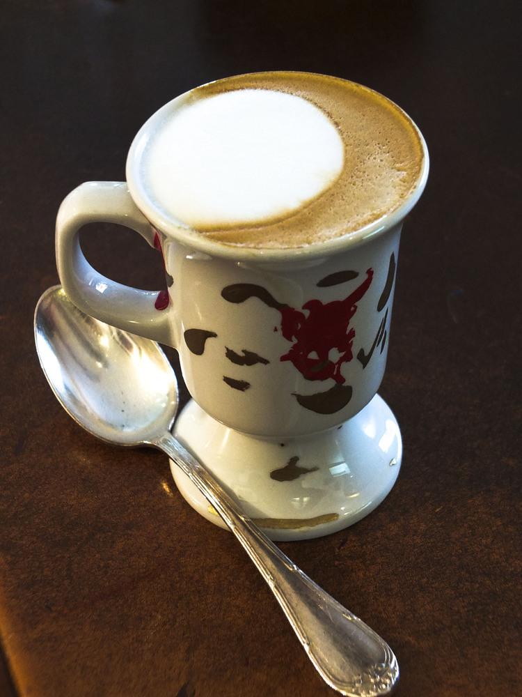 Café, thé, cola, vitamine C retardent l'endormissement et augmentent les réveils nocturnes.