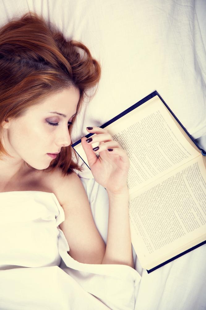 Éviter un travail intellectuel juste avant le sommeil. La lumière vive, le travail ou les jeux sur ordinateur entraînent des difficultés d'endormissement.  Au moins 30 minutes avant le sommeil, réserver une période de calme et de relaxation.  Instaurer son propre rituel d'endormissement permet de glisser doucement vers le sommeil.