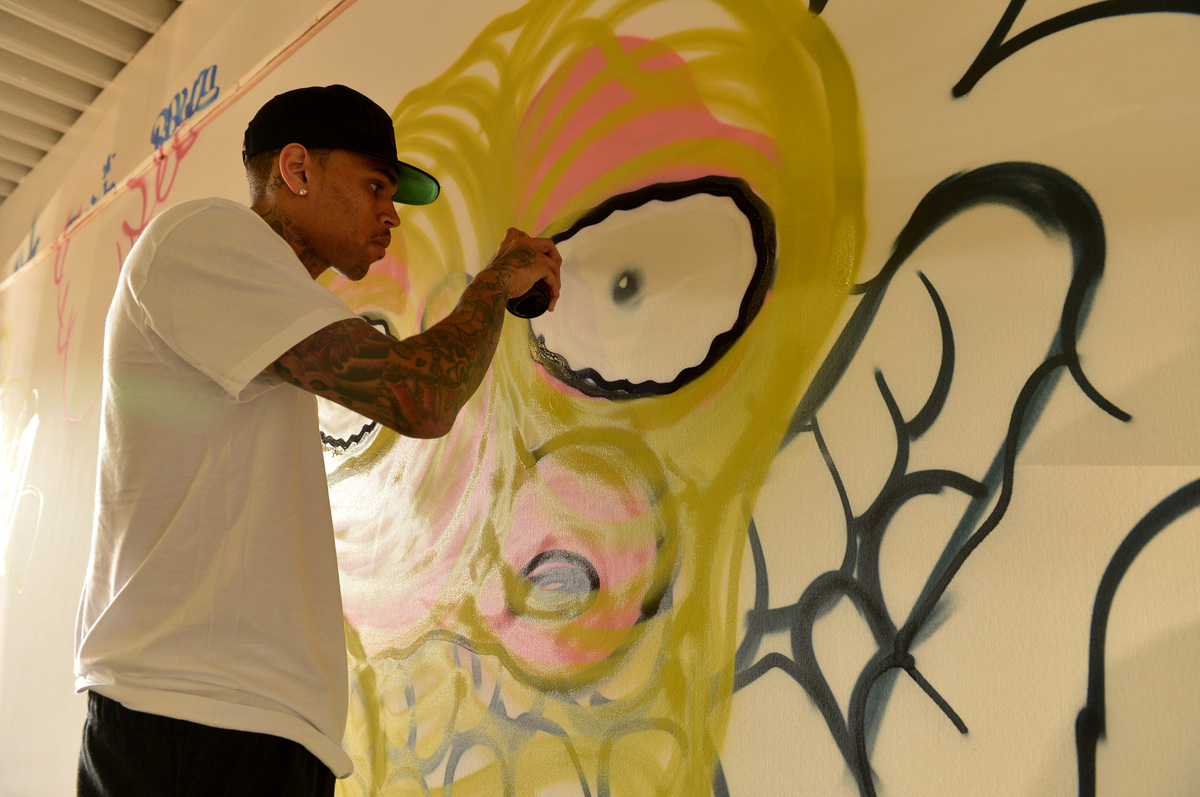 Grammy award winning artist Chris Brown joined creative forces with acclaimed graffiti artist Slick to raise funds for the El