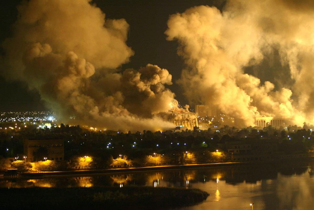 Smoke covers the presidential palace compound in Baghdad 21 March 2003 during a massive U.S.-led air raid on the Iraqi capita