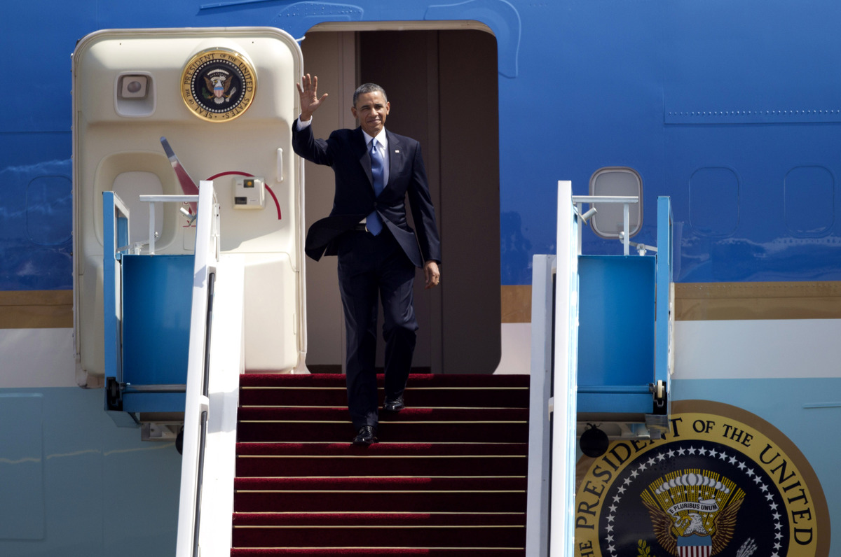 US President Barack Obama waves as he arrives at the Ben Gurion airport near Tel Aviv, Israel, Wednesday, March 20, 2013.  (A