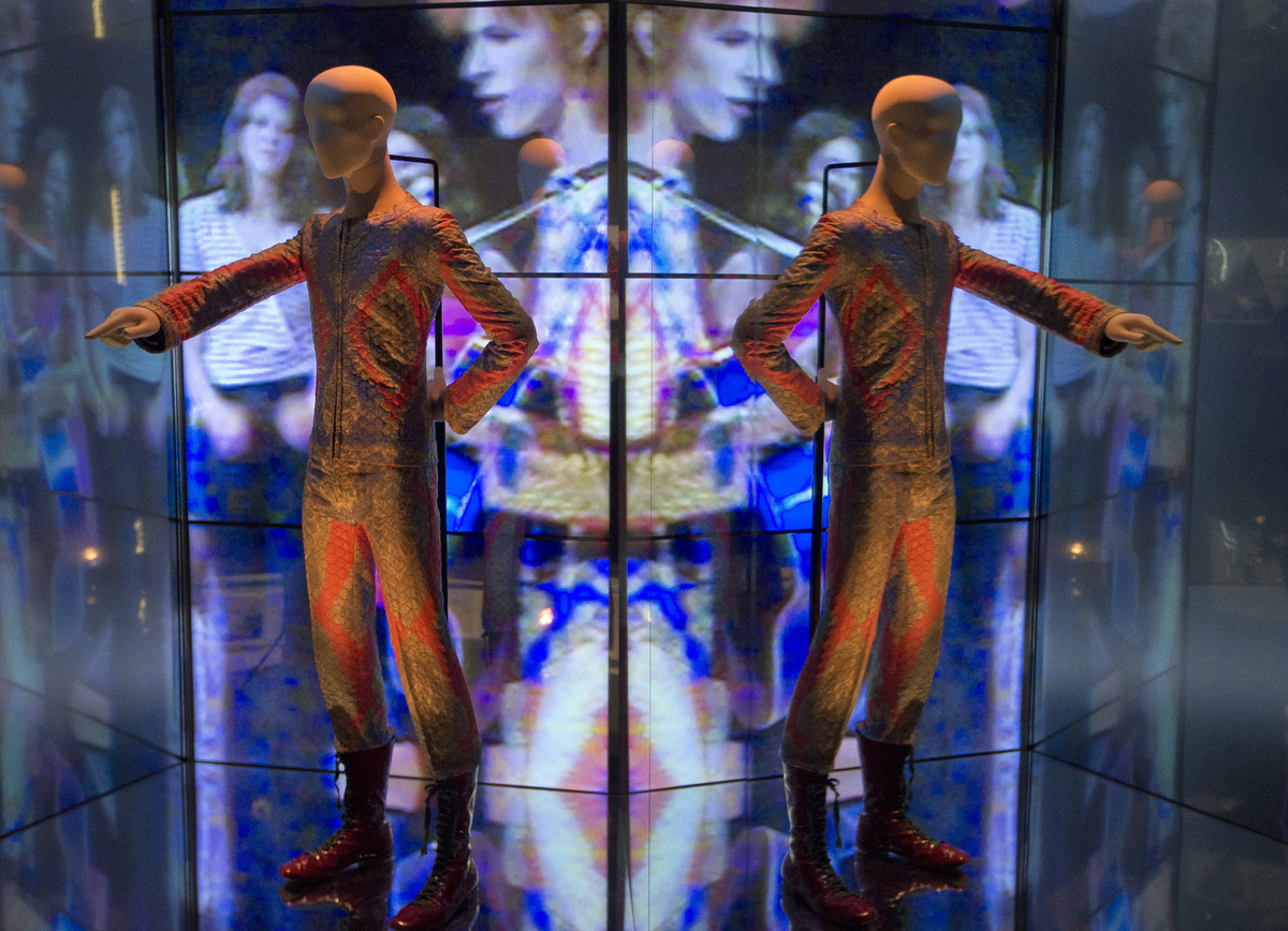 A reflection of the costume that David Bowie wore as Ziggy Stardust on tour and during a performance of 'Starman' on British