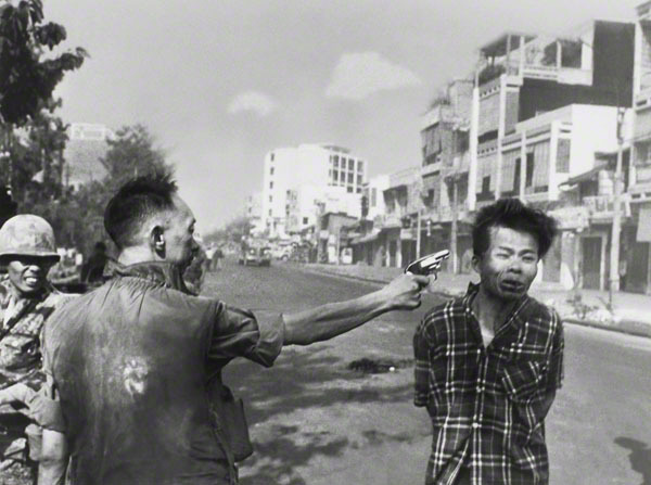 <em>Police Commander Nguyen Ngoc Loan killing Viet Cong operative Nguyen Van Lem February 1, 1968</em>  Photographer: Eddie A