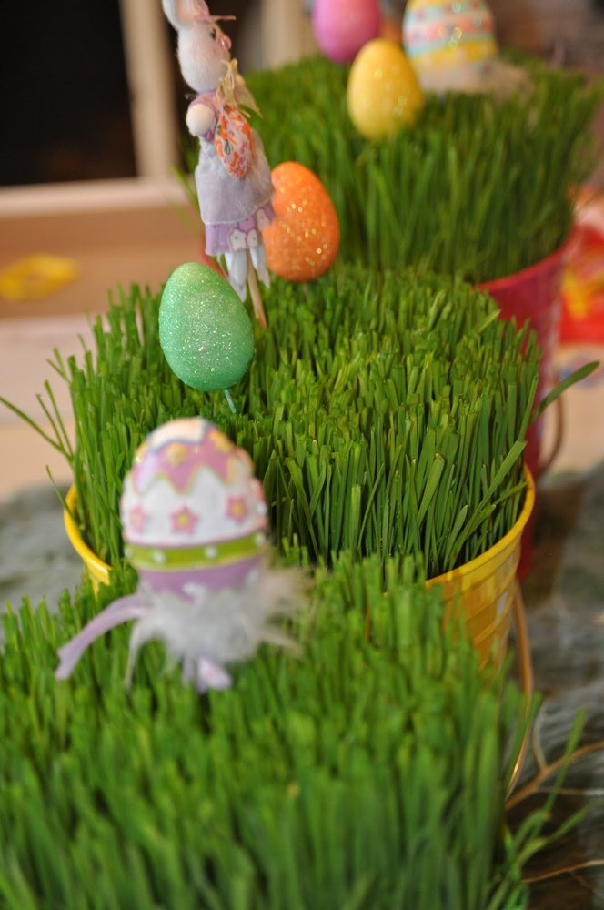 The more authentic a craft feels, the more we love it. And using real grass for an Easter centerpiece is as authentic as it g