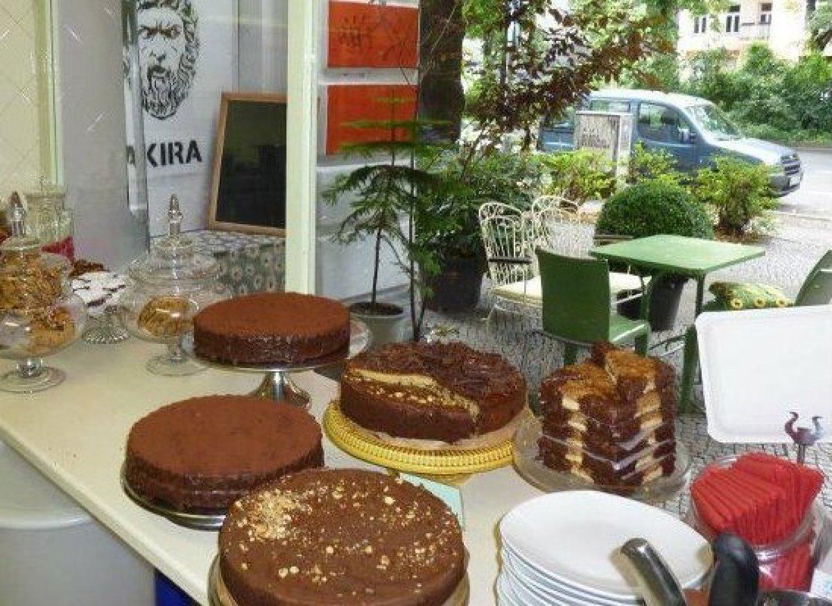 "<a href=""http://www.travelandleisure.com/articles/best-desserts-around-the-world/9"" target=""_hplink"">See More Best Desserts A"