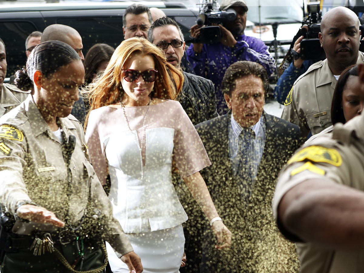 """Almost an hour late to the start of her trial, LiLo was <a href=""""http://www.huffingtonpost.com/2013/03/18/lindsay-lohan-glitt"""