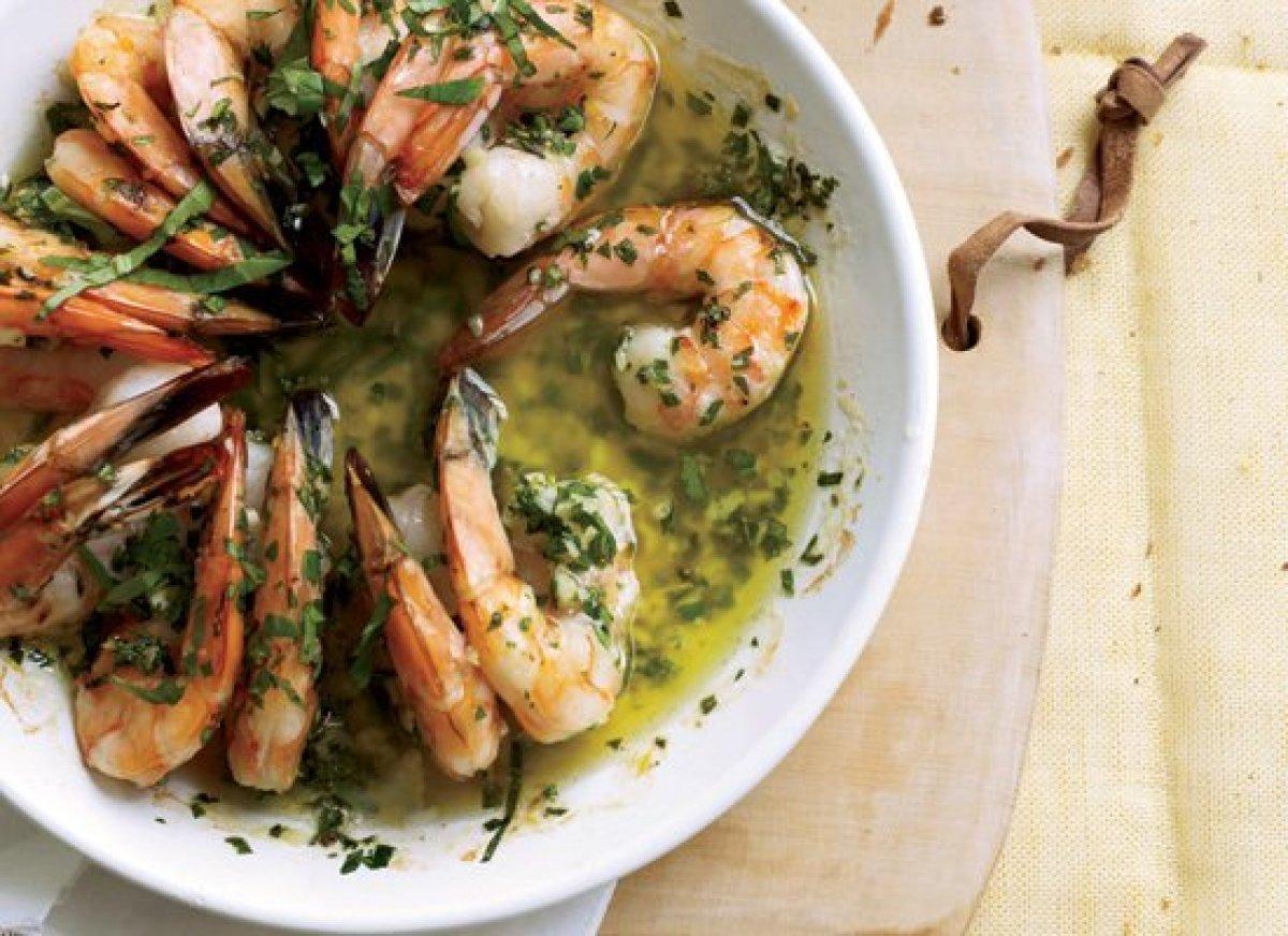 """<strong>Get the <a href=""""http://www.huffingtonpost.com/2011/10/27/sizzling-shrimp-scampi_n_1058687.html"""" target=""""_hplink"""">Siz"""