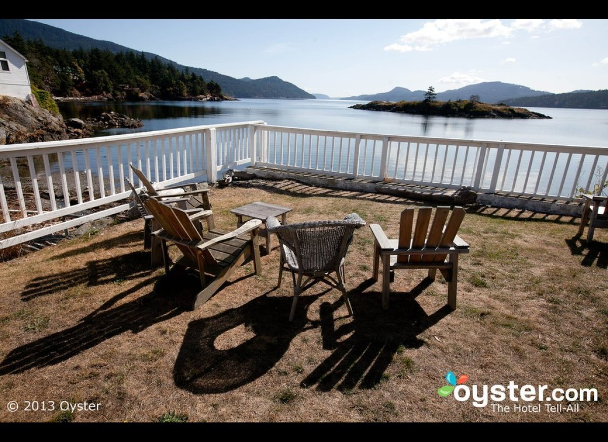 "The <a href=""http://www.oyster.com/san-juan-islands/hotels/outlook-inn/"" target=""_hplink"">Outlook Inn</a> is aptly named; the"