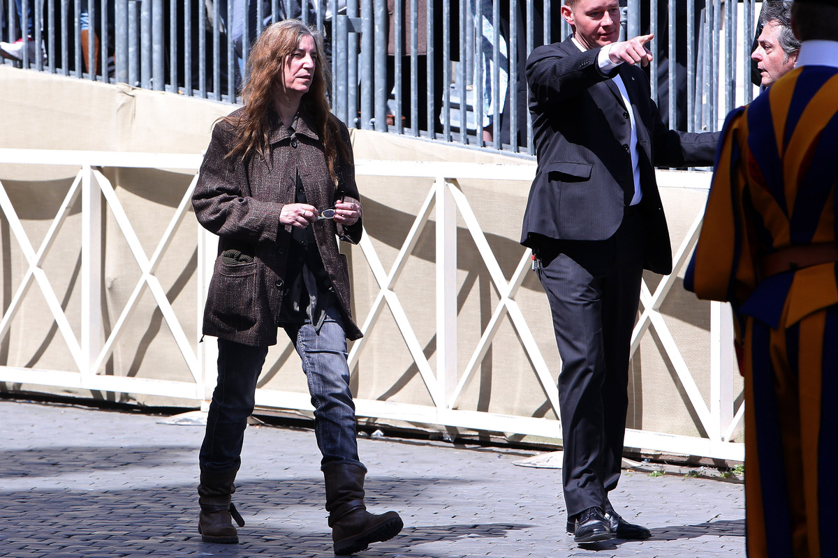 VATICAN CITY, VATICAN - APRIL 10:  American singer Patti Smith leaves St. Peter's square at the end of Pope Francis' weekly a