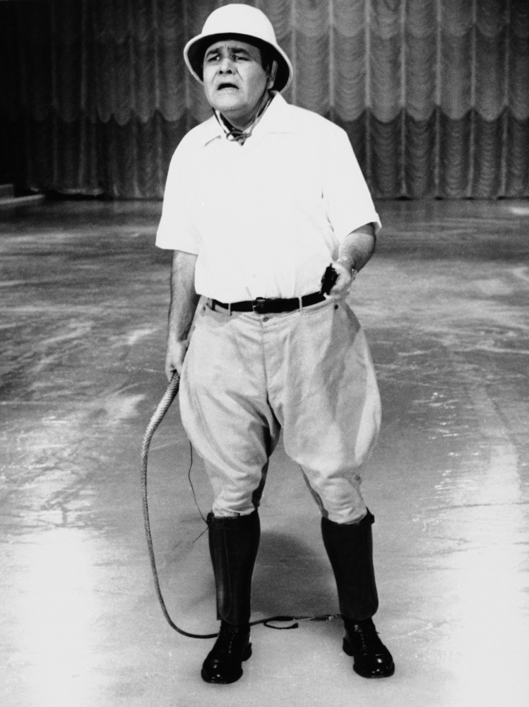 """FILE - This Sept. 22, 1967 file photo released by ABC shows comedian Jonathan Winters, hosting """"Holiday on Ice."""" Winters, who"""