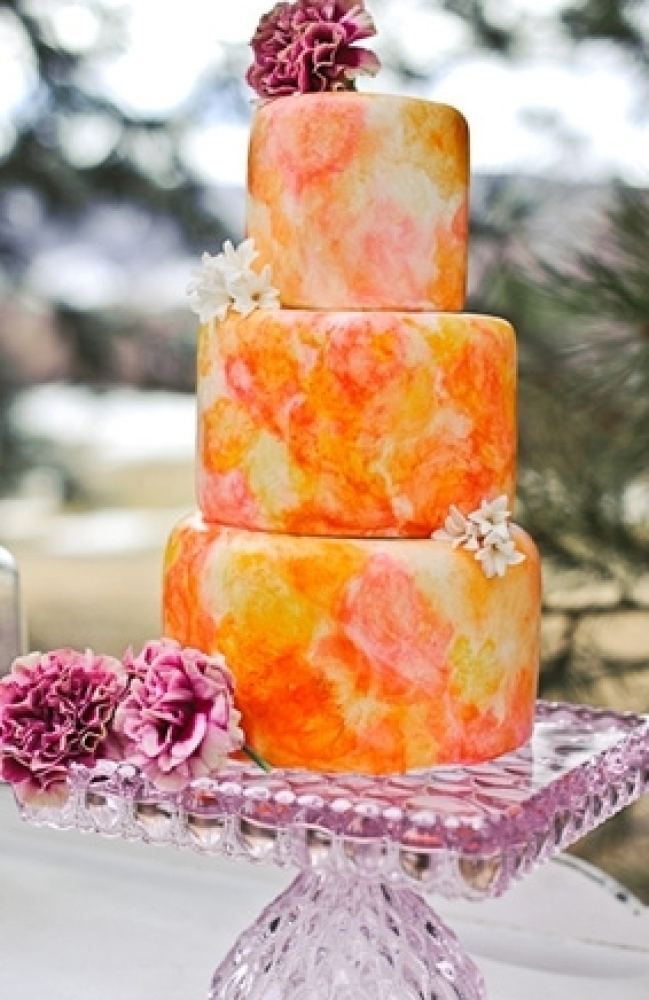 The bright watercolors on this cake create such a beautiful art form.