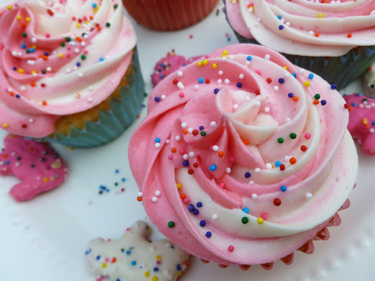 "<strong>Get the <a href=""http://cakefyi.com/frosted-animal-cracker-cupcakes/"" target=""_blank"">Frosted Animal Cracker Cupcakes"