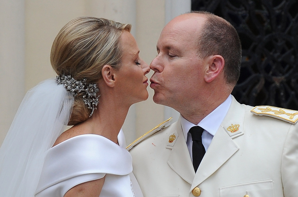 "Monaco's Prince Albert II and Princess Charlene <a href=""http://www.huffingtonpost.com/2011/07/02/royal-wedding-prince-albert"