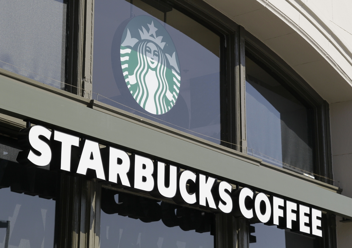 "Big fan: Starbucks  Starbucks is <a href=""http://www.huffingtonpost.com/2013/02/15/obama-corporate-tax-reform_n_2680880.html"""