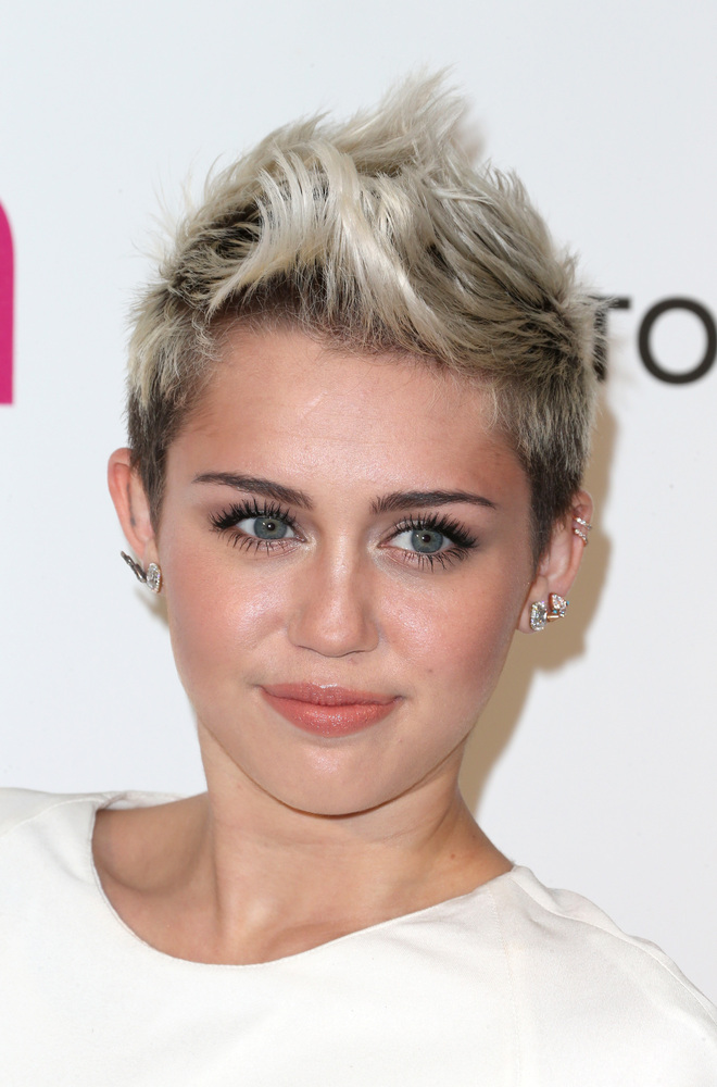 Ms. Miley pulled the celebrity card at a New York burger joint in 2009 when, upon placing her order, she was asked for her na