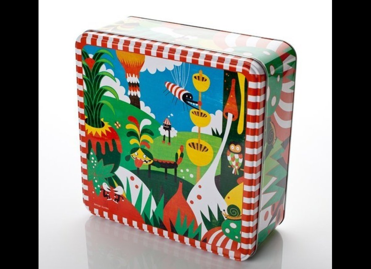 A fab tin designed by artist and designer Roman Klonek, filled with cool, natural and energizing products that'll have Mom da