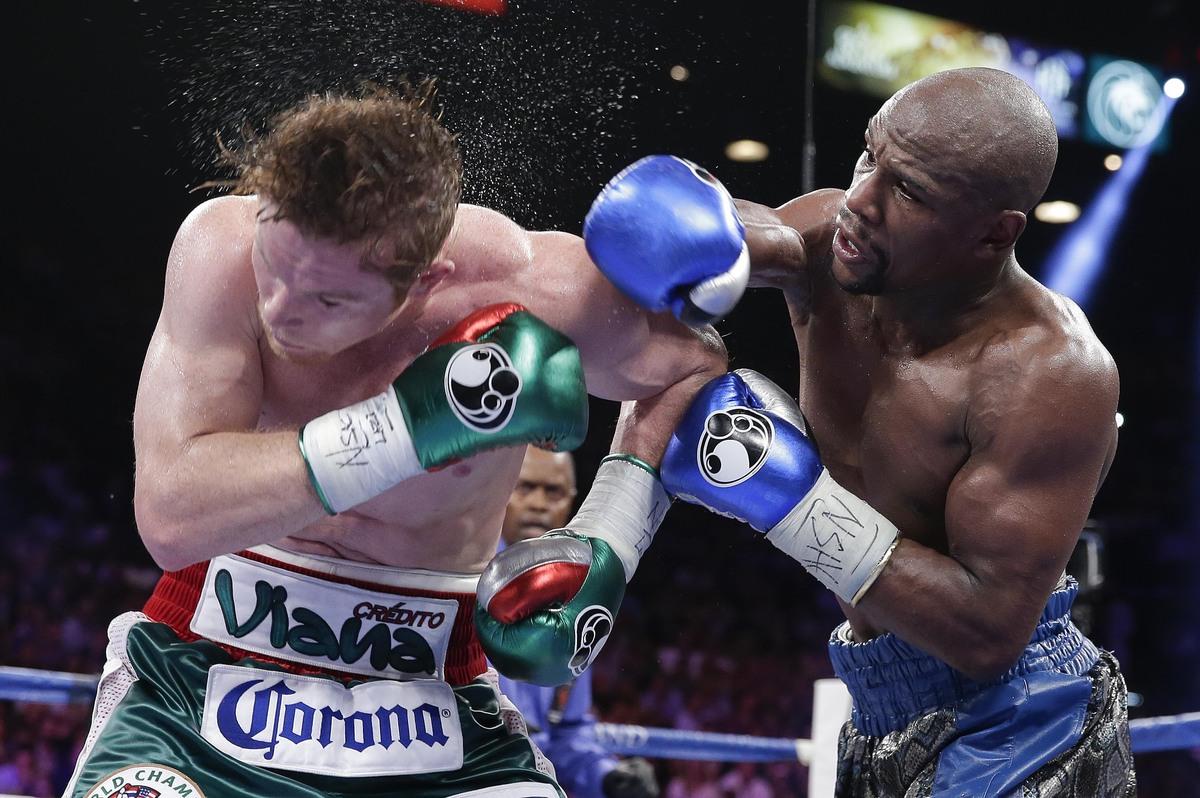 Floyd Mayweather Jr. arrebató la corona mundial Superwelter del Consejo Mundial de Boxeo al mexicano Saúl Álvarez, el 14 de s