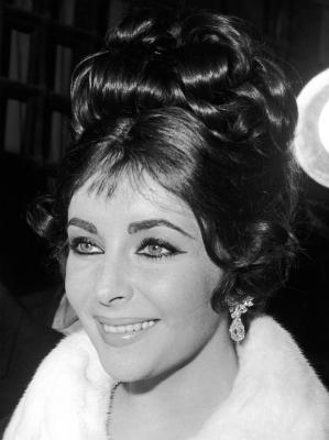 """Elizabeth Taylor <a href=""""http://transcripts.cnn.com/TRANSCRIPTS/0101/15/lkl.00.html"""" target=""""_blank"""">stayed at the Betty For"""
