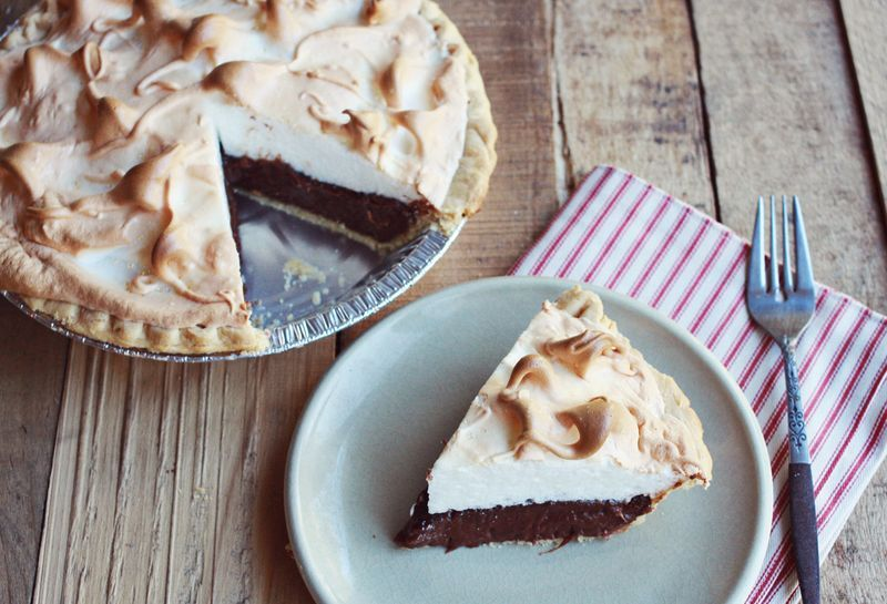 "<strong>Get the <a href=""http://www.abeautifulmess.com/2012/11/mocha-meringue-pie.html"" target=""_blank"">Mocha Meringue Pie re"