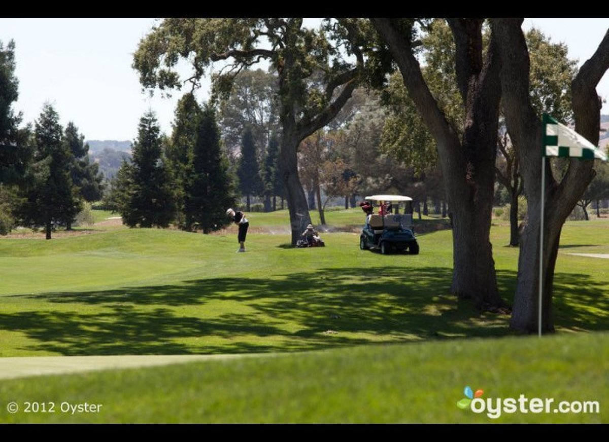 """<strong>PLAN:</strong> Play a round of golf (and let her win) <strong> STAY:</strong> <a href=""""http://www.oyster.com/sonoma/"""