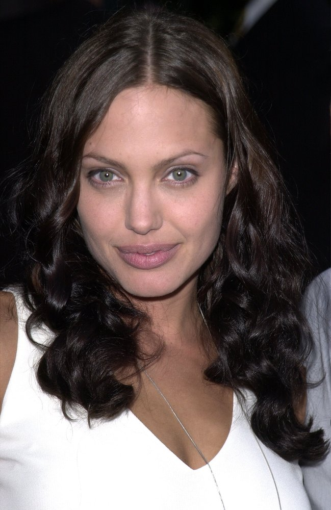 392621 07: Actress Angelina Jolie attends the premiere of the MGM Pictures'' film 'Original Sin' July 31, 2001 in Hollywood,