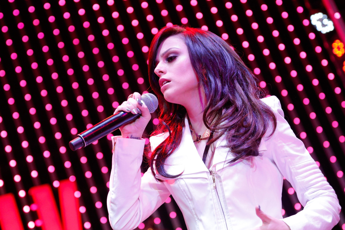UNIVERSAL CITY, CA - NOVEMBER 23:  Singer Cher Lloyd performs onstage at the 5 Towers Black Friday Concert at 5 Towers Outdoo