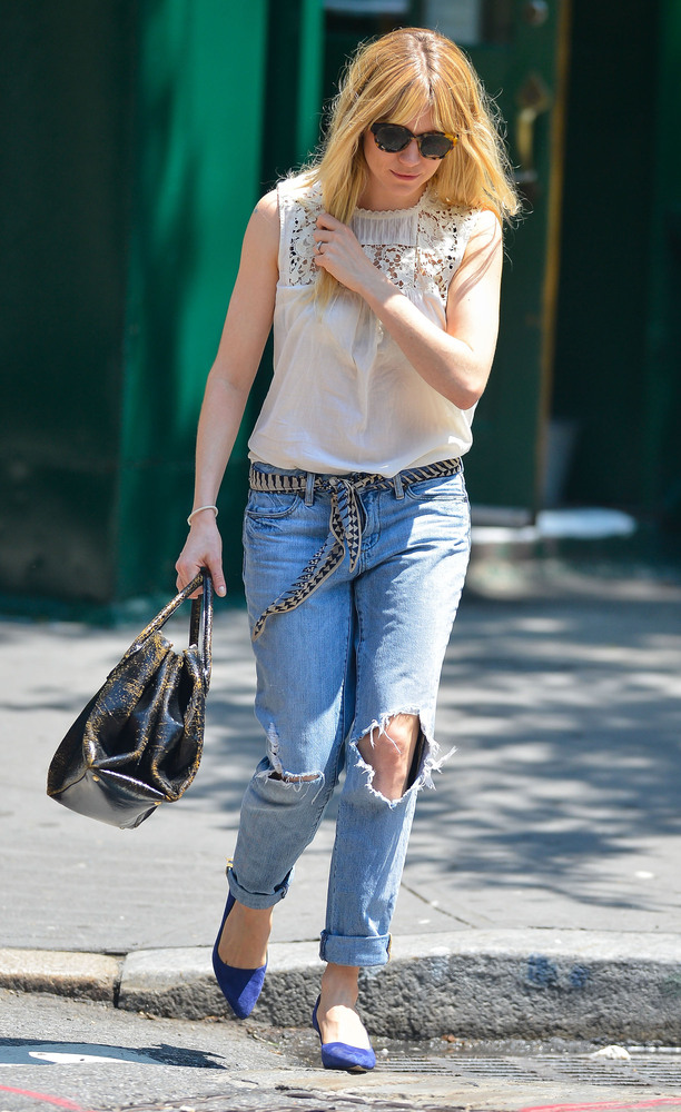 Jessica Alba S Jeans Make A Case For The Drop Crotch Style