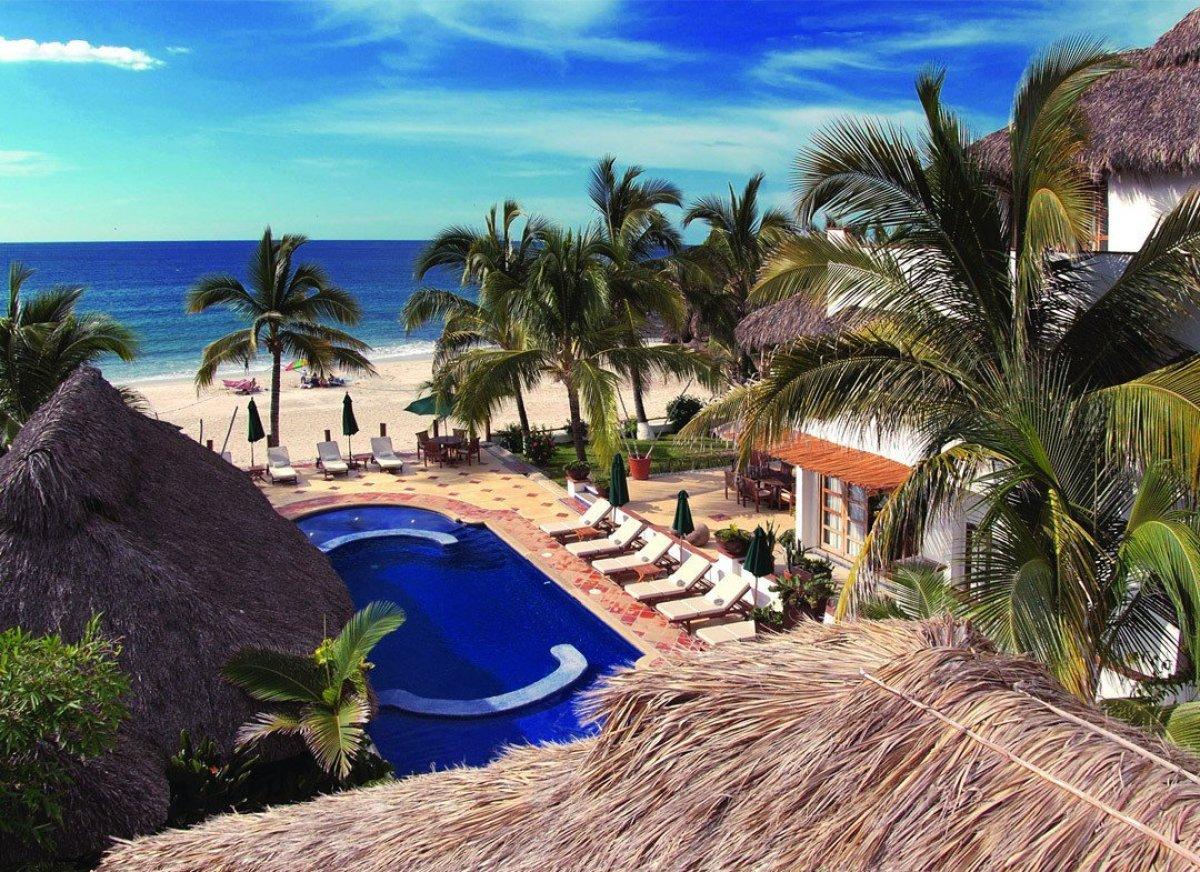 "<a href=""http://www.andrewharper.com/hotels/casa-de-mita"" target=""_hplink""><strong>Casa de Mita</strong></a> is a charming oc"