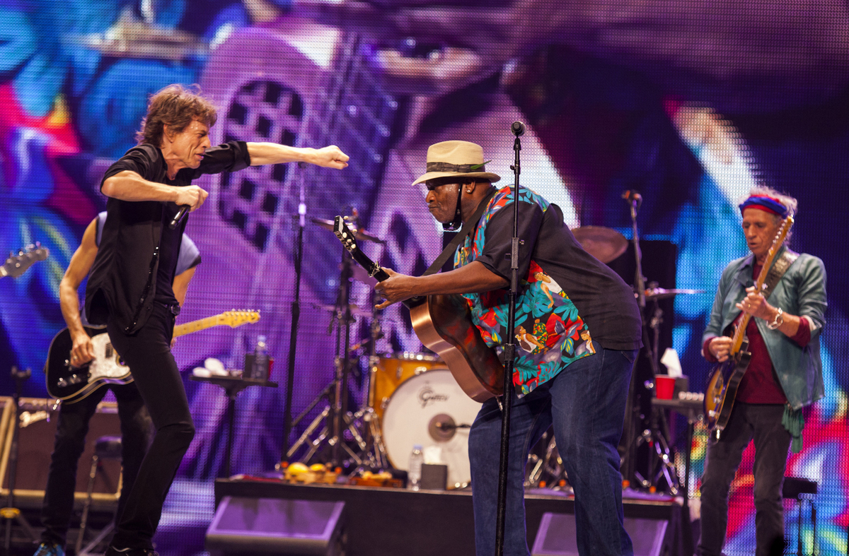 Mick Jagger, left, and Keith Richards, right, of the Rolling Stones, perform with special guest Taj Mahal at the United Cente