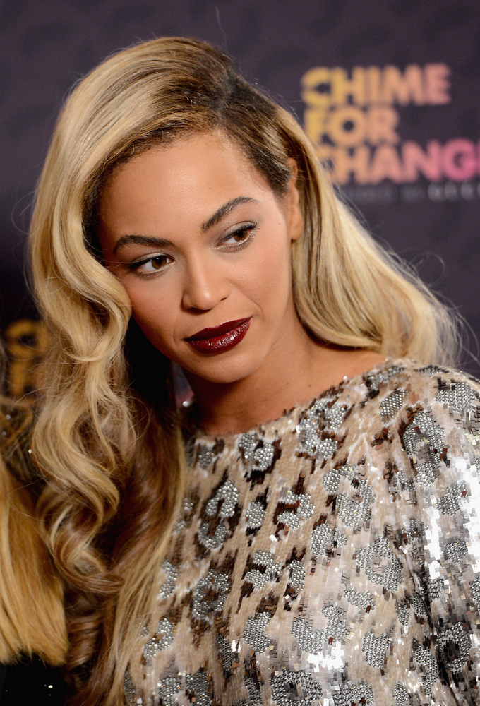 LONDON, ENGLAND - JUNE 01: Singer Beyonce poses backstage in the media room at the 'Chime For Change: The Sound Of Change Liv