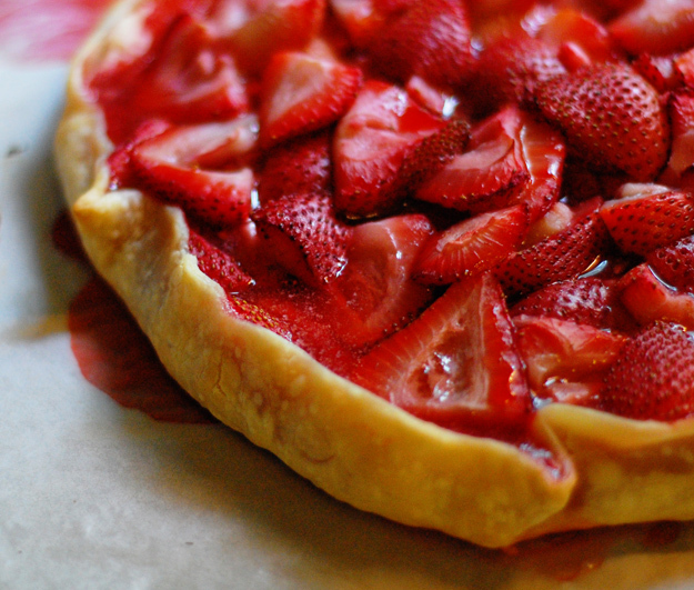 """<strong>Get the <a href=""""http://www.bunsinmyoven.com/2009/06/22/strawberry-crostada-now-i-can-die-happy/"""" target=""""_blank"""">Str"""