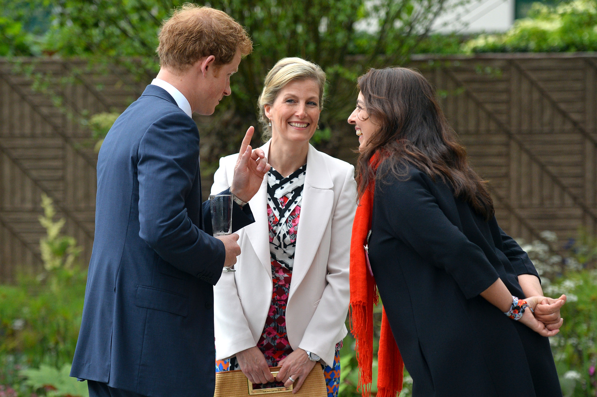 He chats it up with garden designer Jinny Blum and Sophie, the Countess of Wessex