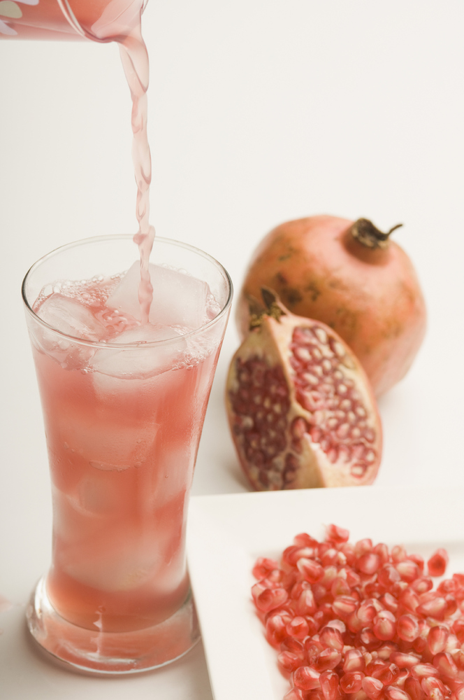 """Studies show that a glass of<a href=""""http://www.huffingtonpost.co.uk/2011/11/11/drinking-pomegranate-juice-slows-ageing-proce"""